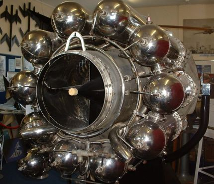1024px-Whittle_Jet_Engine_W2-700[1]