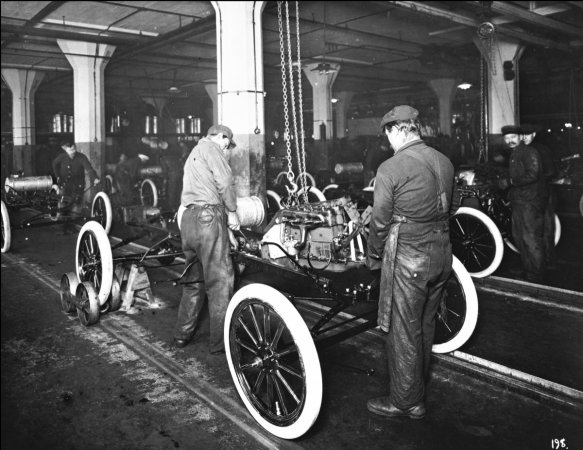 1913-ford-highland-park-plant-engine-installation[1]